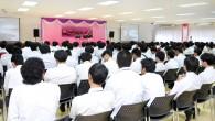 คณะครุศาตร์อุตสาหกรรมได้ดำเนินโครงการปฐมนิเทศนักศึกษาใหม่ ประจำปี 2557 โดยมีผู้ช่วยศาตราจารย์ขจรศักดิ์ ศิริมัย คณบดีคณะครุศาตร์อุตสาหกรรมเป็นประธานเปิดงานและกล่าวต้นรับนักศึกษา พร้อมทั้งแนะนำรองคณบดีทั้ง 4 ฝ่่าย โดยในงานมีการชี้แจงข้อมูลรายละเอียดในการบริการและการจัดการศึกษาเบื้องต้น […]